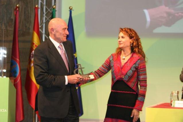 Recoge el premio, D. Eduardo García Romero (Presidente FEDAMA-APTRA)
